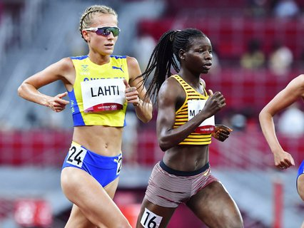 Svenske Sarah Lahti har dessverre måtte bryte finalen på 10 000 meter i Tokyo-OL. Det har også det norske håpet Karoline Bjerkeli Grøvdal gjort.