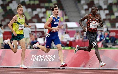 Tetgruppa i 1500-finalen for menn i Tokyo-OL.