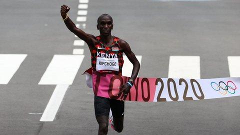 Kenyanske Eliud Kipchoge løp inn til gull på herrenes maraton.